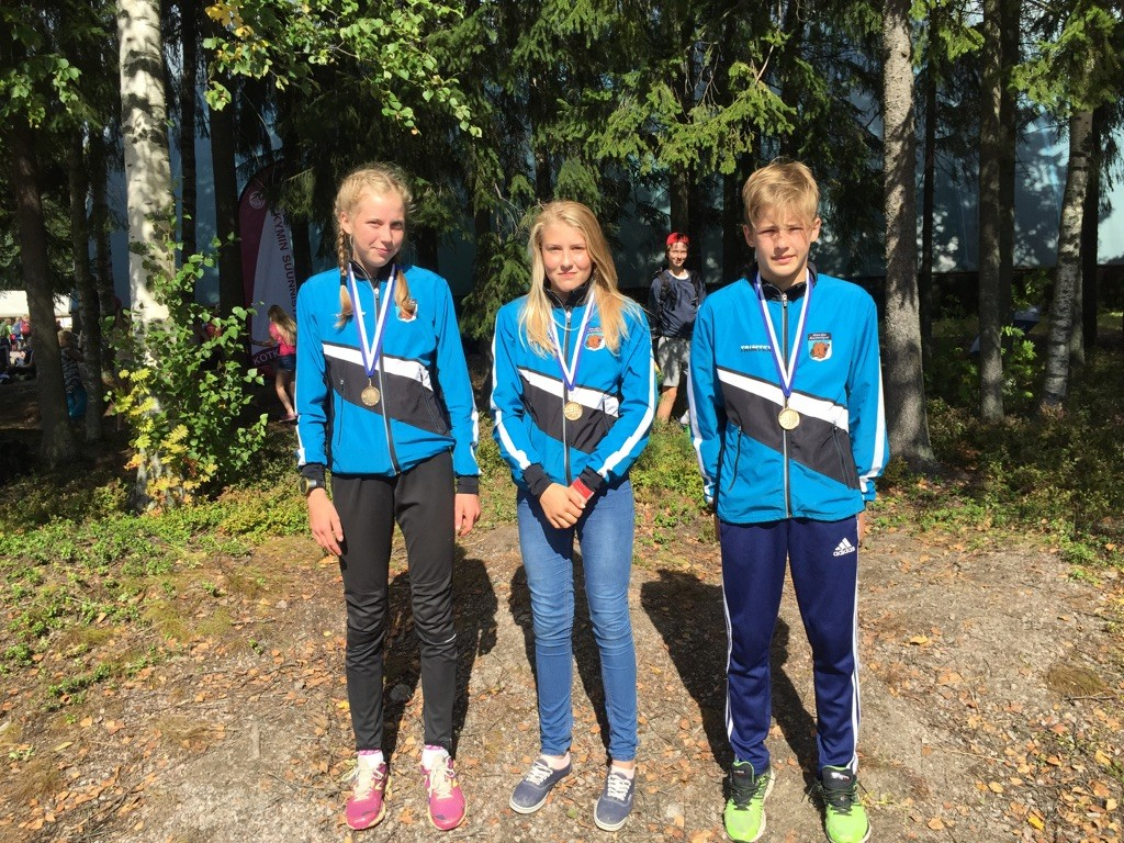 Elisa Mattila, Lotta Luukkonen ja Aaro Ojala onnistuivat KLL-viestissä täysosuman arvoisesti.