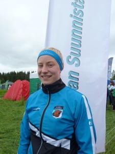 Mirka Suutari hymyili tyytyväisyyttään plaketille yltäneen suorituksen jälkeen.