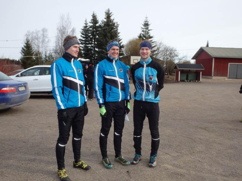 Edustusryhmästämme Jukka Tani, Mika Jokiranta ja Jani Söyring lähdössä testaamaan Ratulan maastoa.