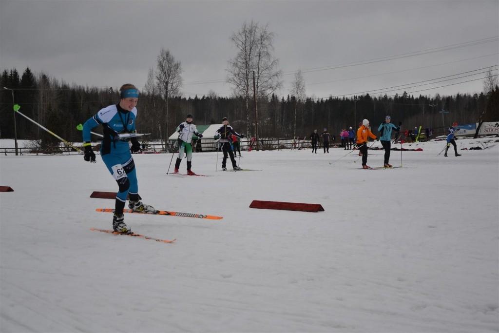 Niklas Heikkilä on aloittanut vuoden 2015 SM-mitalien saalistuksen keskimatkan hopealla.