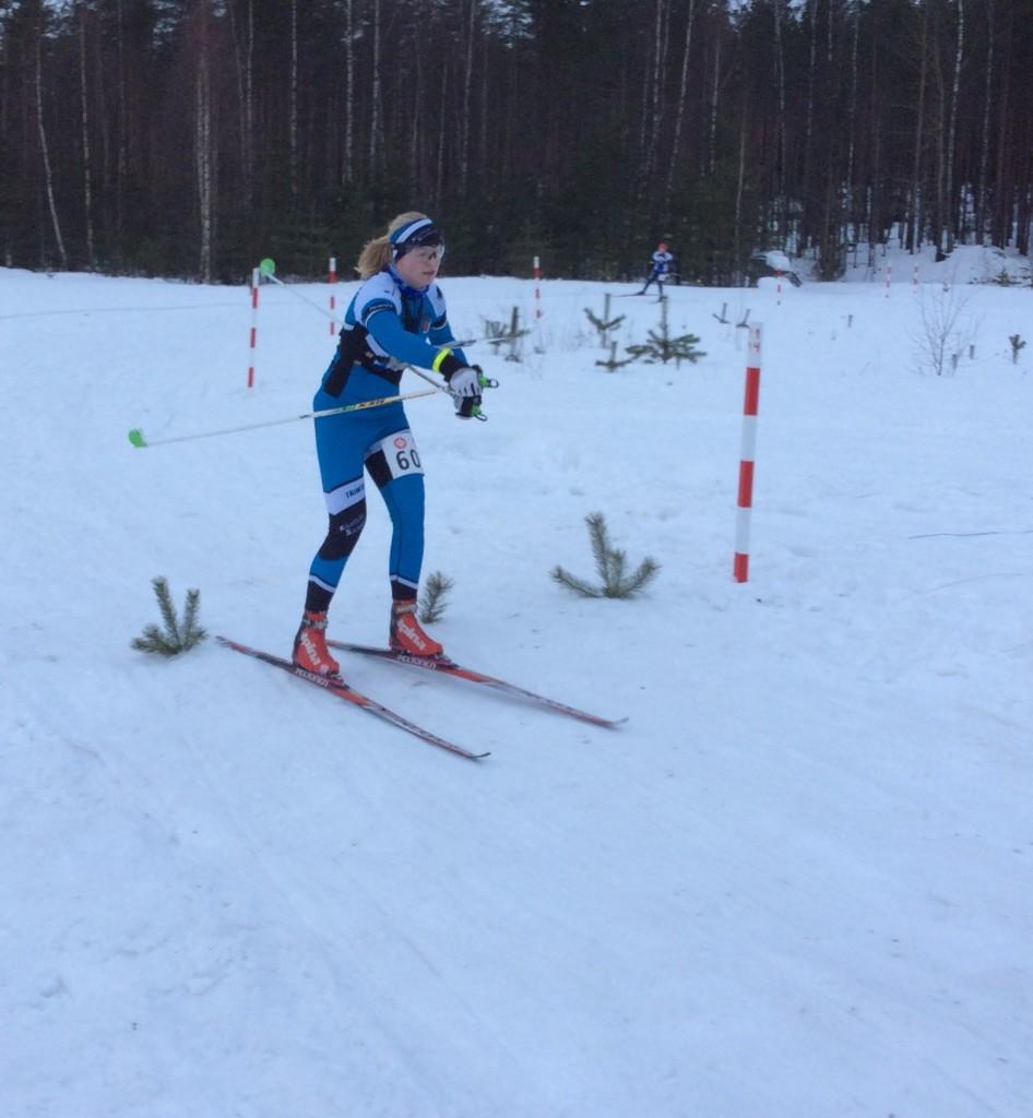 Mirka Suutari jatkoi hyviä esityksiään naisten pääsarjassa.