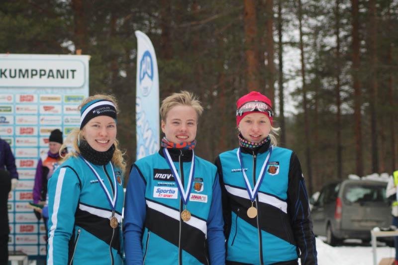 Tuuli Suutari, Niklas Heikkilä ja Henna Pylvänäinen huuhtoivat Lapista kultaa. Kuvaaja Vaula-Riikka Heikkilä