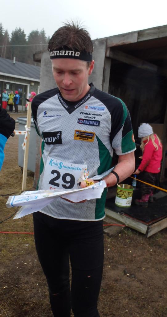 Tero Föhr voitti tasokkaan miesten sarjan.  Hän tykkäsi juosta hyväpohjaisessa maastossa rytmikkäällä suunnistusradalla.