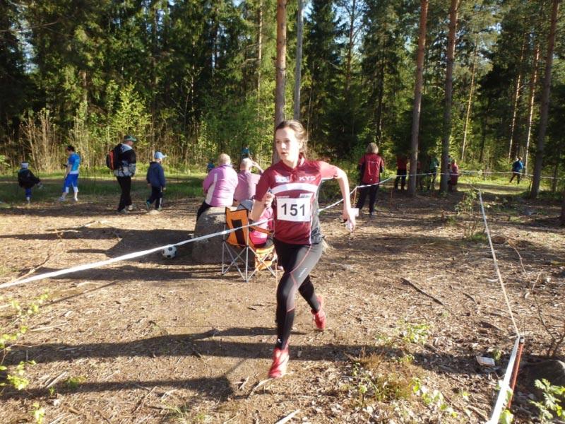Ilahduttavasti vanhemmat sarjat H/D18 ja H/D16  keräsivät mukavan osallistujamäärän.  Roosa Metsola, KyS voitti sarjan D18.