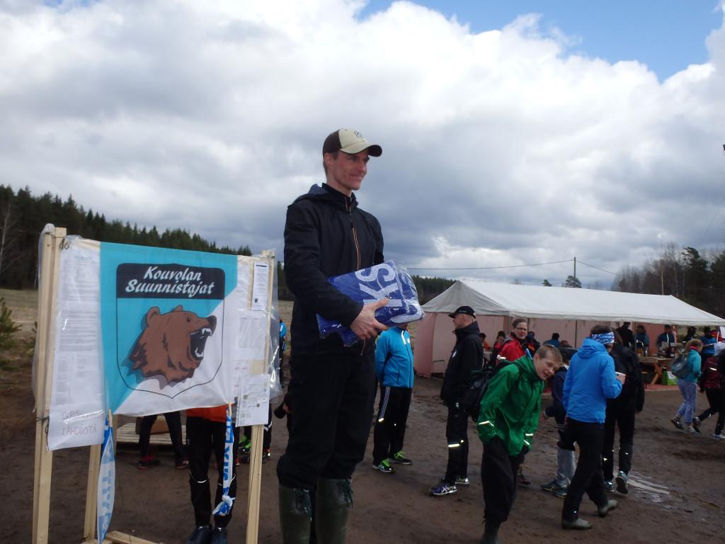 Petri Kiiskinen, Rastipielinen, oli pätevä valvoja. Tiiviin valvontaurakan jälkeen on lupa hymyillä.