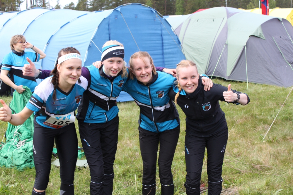 Venlojen viestin 1-joukkue Trimtexin seura-asuissa Louna-Jukolassa.
