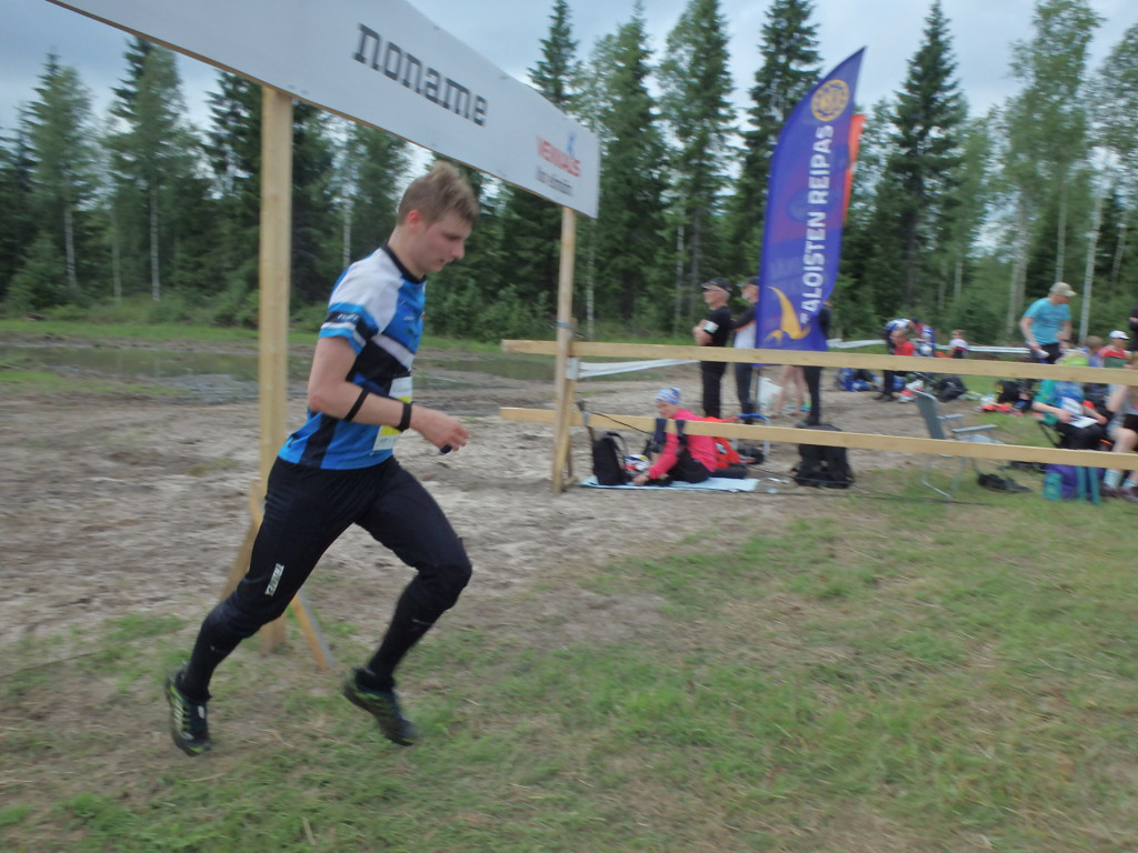 Patrik Väisänen on KS:n ainoa edustaja pääsarjassa. Hän paransi sijoitustaan toisena päivänä kymmenellä ja on nyt sijalla 22.