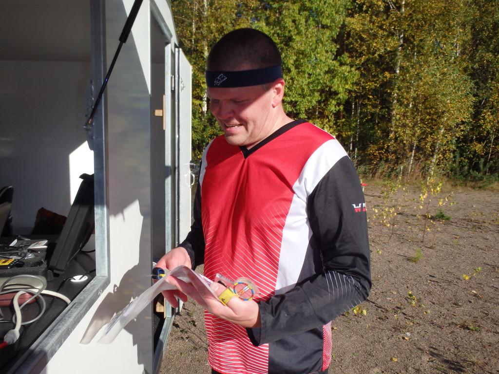 Hikisenä ja hymyillen saapui maaliin aito kuntoilija Pekka Hermonen.
