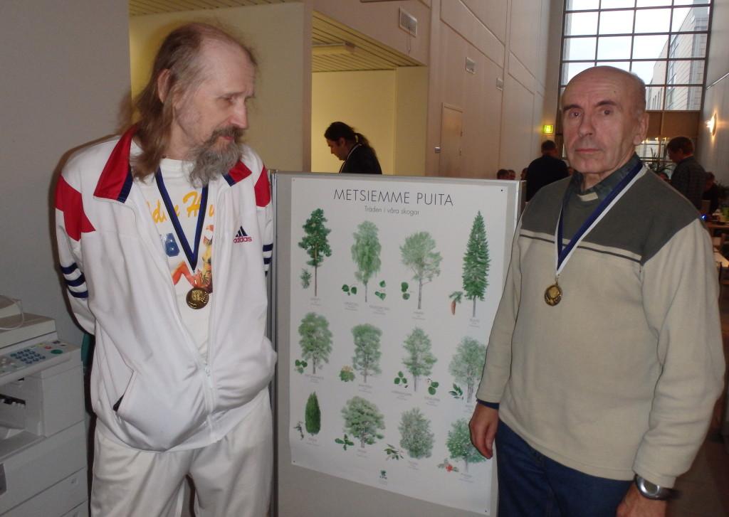 Seppo Venäläiselle ja Kauko Seitsoselle ovat metsiemme puut tulleet tutuiksi myös luonnossa. Siitä todisteena on kaikkiin kuntosuunnistustapahtumiin osallistuminen.