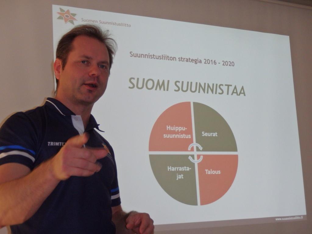 SSL:n toimitusjohtaja Mika Ilomäki esitteli valmisteilla olevaa uutta strategiaa, jossa keskiöön on nostettu harrastesuunnistus ja seurat huippusuunnistuksen ja talouden ohella.