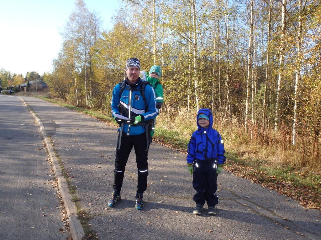 Kilpailun nuorimmasta päästä ellei aivan nuorin oli Tarmo Sarilampi isänsä Pasin repussa. Lähtöön matkalla myös Tuure Sarilampi.