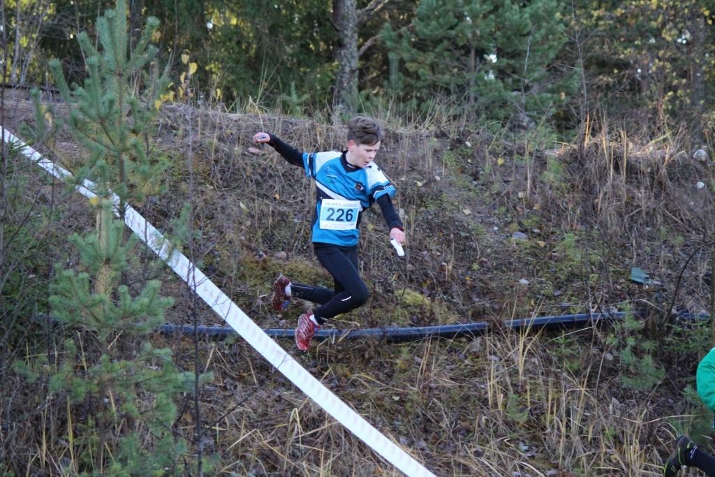 Urho Ojala veti vauhdikkaasti sekä lasten Halikko-juoksun että viestiosuutensa.