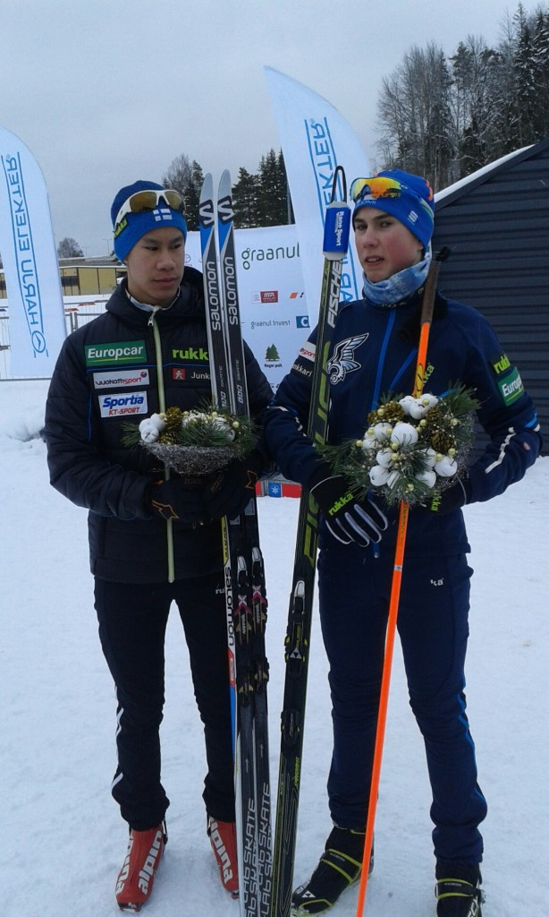 Vili Laukkanen (vas) ja Jesse Pääkkönen saivat PM-joukkuekultaa yhdistetyssä