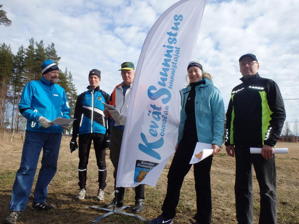 Kilpailunjohtaja Mirka Suutari avainhenkilöineen on halunnut nostaa kisan kuntosuunnistuksen kiinnostavuuden ihan uudelle tasolle.