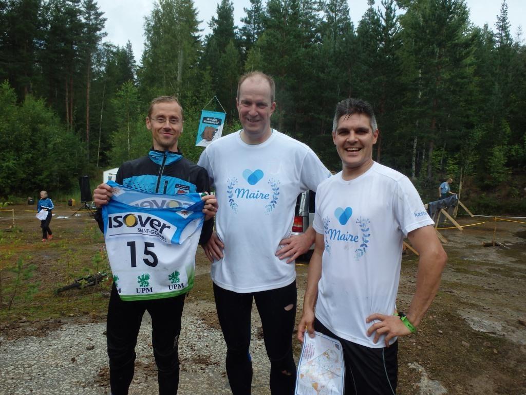 """Lähes aito puulaakijoukkue Maire-tiimi. Aloittaja Tuomas Talka (vasemmalla) on aktiivi Maire-tuotteiden käyttäjä. Harri Vainio ja Miska Autio ovat sitten oikeita """"kaslinkkiläisiä"""""""