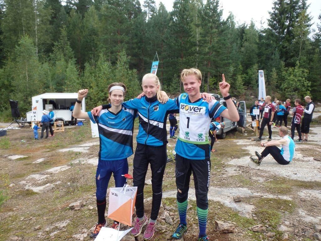 Puulaakisarjan voitti KS:n seurajoukkue nuorten ykköskentällisellään. Vasemmalta Arttu Linqvist, Henna Pylvänäinen ja Niklas Heikkilä