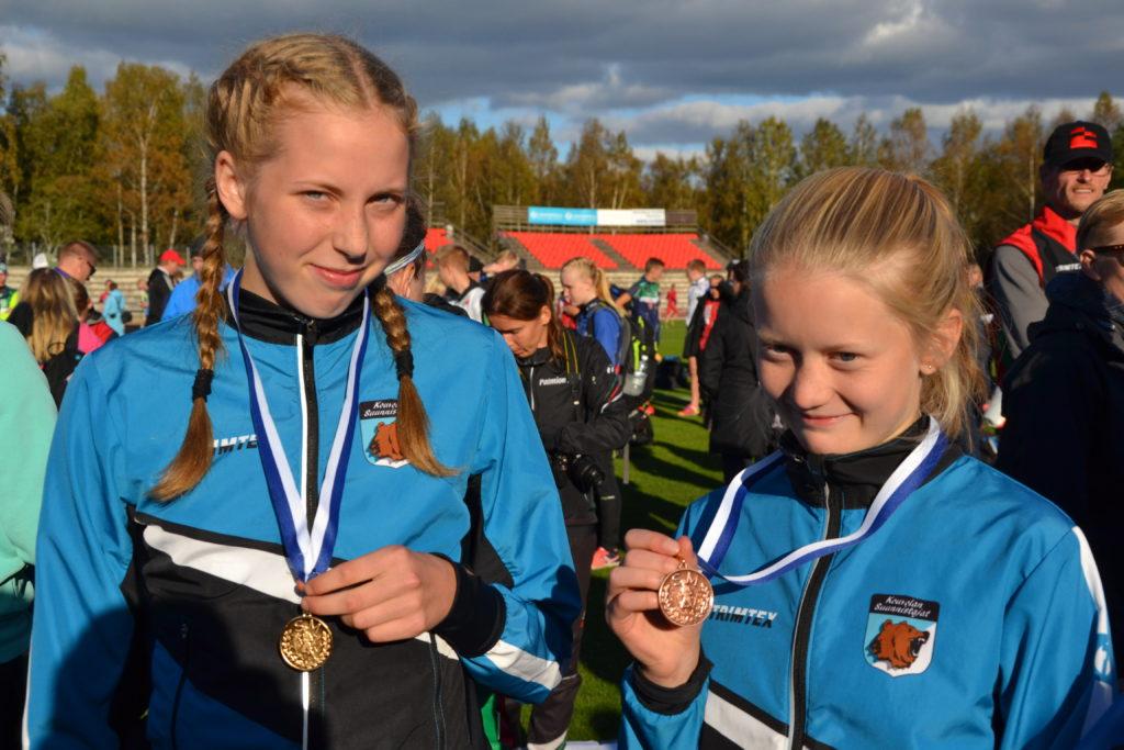 D14-sarjassa Elisa otti kultaa selvällä erolla ja Liisa Peltonen juoksi pronssille karsintojen vaikeuksista lannistumatta