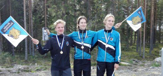 H16-sarjan viestimestarit oikealta Pyry Mattila, Arttu Lindqvist ja Niklas Heikkilä.
