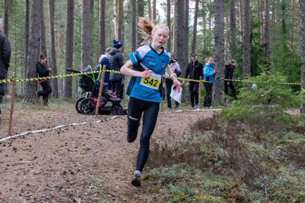 Liisa Peltonen teki hallitun suorituksen johtaen kisaa lähdöstä maaliin.